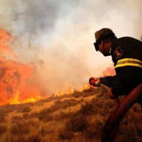 Σαρώνει τα πάντα η ανεξέλεγκτη φωτιά στην ανατολική Μάνη – Κάηκαν σπίτια σε Κότρωνα, Σκουτάρι και Παρασυρό (εικόνες,βίντεο)
