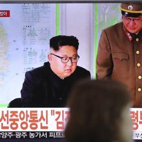 Ο Κιμ αναστέλλει τα σχέδια για άμεση εκτόξευση πυραύλων προς τοΓκουάμ