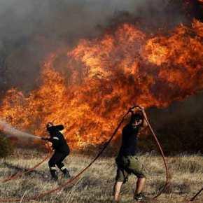 Σε εξέλιξη νέα πυρκαγιά στην Ανάβυσσο-σε ύφεση η φωτιά σταΚαλύβια