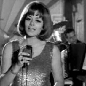 Έφυγε» από τη ζωή η τραγουδίστρια ΈλεναΚυράνα