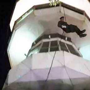 Τους «κούφανε» όλους ο Καταδρομέας …Πήδηξε από τον Πύργο του ΟΤΕ! (Φωτο &video)