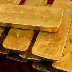Η κεντρική τράπεζα της Ρωσίας αγοράζει ποσότητες χρυσού και ασημιού σαν να μην υπάρχει αύριο, προκαλώντας γενική ανησυχία  για μια νέα παγκόσμια οικονομική κρίση έως καιπόλεμο.