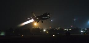 ΚΑΤΟΥΡΗΘΗΚΑΝ ΕΠΑΝΩ ΤΟΥΣ (!), ΜΟΛΙΣ ΕΙΔΑΝ το Ελληνικό 'F-16' να περνάει ΠΑΝΩ απο τα κεφάλιατους!