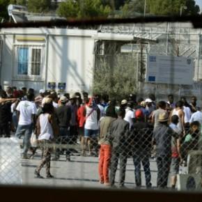 Συνεχείς διαμαρτυρίες προσφύγων για τον απεγκλωβισμότους