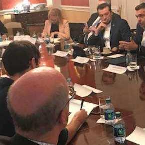 Ξένος δημοσιογράφος αποκαλύπτει: Ολα όσα μας είπε ο Τσίπρας στηνΑμερική