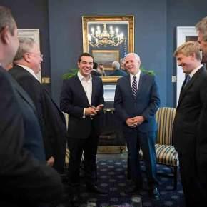 Ολοκληρώθηκε η συνάντηση Πενς – Τσίπρα στον ΛευκόΟίκο