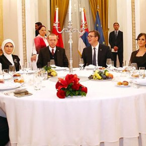 Τι έκανε στο Βελιγράδι ο Τούρκος Αρχηγός ΕΔ δίπλα στονΕρντογάν;