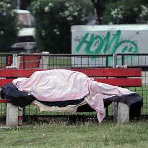 Η εικόνα της άστεγης φοιτήτριας που δύσκολα θα ξεχαστεί – «Βρέθηκε να κοιμάται σεντουλάπα»!