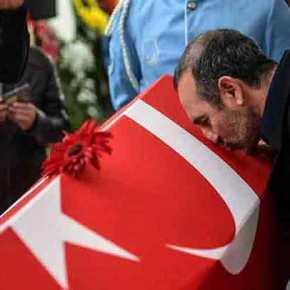 ΕΔΕ για τον αξιωματικό του ΠΝ Λεωνίδη που φίλησε την τουρκική σημαία(video)