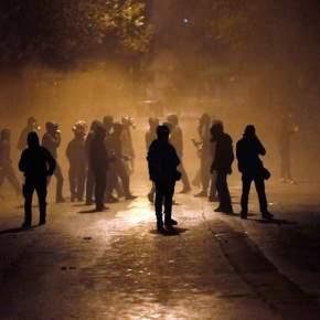 Γερμανοί και Γάλλοι ανάμεσα στους 16 συλληφθέντες για επεισόδια στα Εξάρχεια – Μια τραυματίας απόφωτοβολίδα