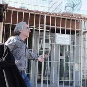 Στην αποφυλάκιση του Δημήτρη Κουφοντίνα ο γιος του Προέδρου της Βουλής (φωτό,βίντεο)