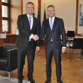 Τα Σκόπια ζητούν από τη Γερμανία να εμπλακεί στην επίλυση της διαφωνίας τουονόματος