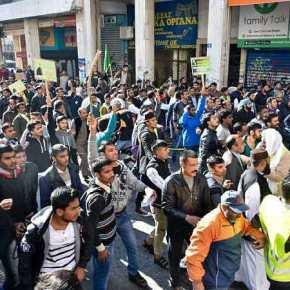 Ρατσιστική επίθεση πακιστανών σε Έλληνες οπαδούς – Τα ΜΑΤ έσωσαν τους λαθρομετανάστες! ΒΙΝΤΕΟ
