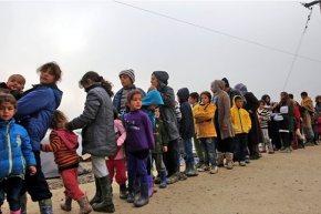 Σχεδόν 5.000 πρόσφυγες και μετανάστες έφτασαν στην Ελλάδα τον Οκτώβριο  Ο αριθμός αυτός συνιστά ωστόσο πτώση 25% σε σχέση με τονΣεπτέμβριο.