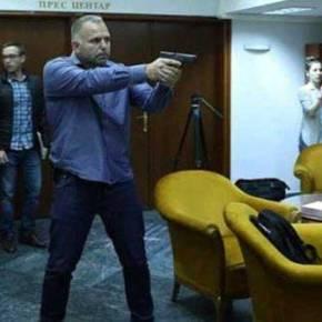 Με το πιστόλι στο κρόταφο ο πρόεδρος της ΠΓΔΜ μετά το πογκρόμ αντι-«μακεδονισμού»