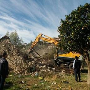 Αλβανία: Τα κρατικά μηχανήματα συνέχισαν τις κατεδαφίσεις στη Χιμάρα(φωτο)