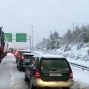 Ουρές Χιλιομέτρων Στην Αθηνών – Λαμίας (Βίντεο) Διακοπή Κυκλοφορίας ΣτηνΠεντέλη