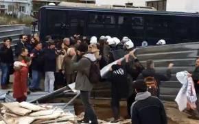 Νέα επεισόδια έξω από το Ειρηνοδικείο Αθηνών για τουςπλειστηριασμούς