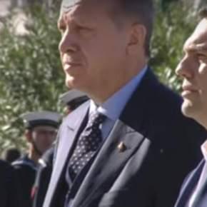 Το Άγημα των Ελλήνων Στρατιωτών ψάλει τον Εθνικό Ύμνο στη μούρη Ερντογάν – Οργή Σουλτάνου με το «Μνημείο του ΑγνώστουΣτρατιώτη»