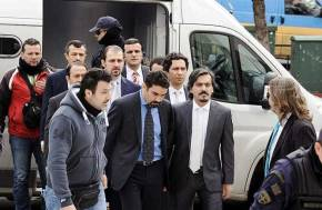 Τι συμβαίνει με τους κρατούμενους τούρκουςστρατιωτικούς;