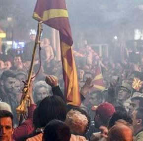Υπό διάλυση τα Σκόπια: Οι Σλάβοι απειλούν με πόλεμο τους Αλβανούς! – «Μόνο με το σπαθί στο χέρι θα έρθειδικαιοσύνη»
