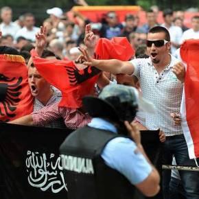 «Δώρο» για την Ελλάδα: Θα διαλυθούν τα Σκόπια από τουςΑλβανόφωνους;