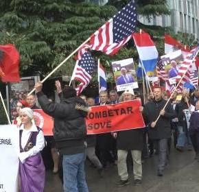 Διαμαρτυρία Αλβανοτσάμηδων στο Δυρράχιο για τη συνάντησηΜπουσάτι-Κοτζιά