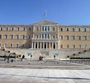 FT: Η Ελλάδα προετοιμάζεται να βγει από τα μνημόνια τοκαλοκαίρι