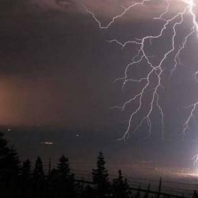 Έκτακτο δελτίο επιδείνωσης καιρικών φαινομένων: Έρχονται σφοδρές καταιγίδες και πυκνέςχιονοπτώσεις