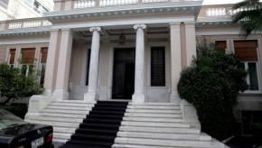 Απορία εξέφρασαν κυβερνητικοί κύκλοι για τα δημοσιεύματα του αλβανικού Τύπου σύμφωνα με τα οποία υπάρχει συμφωνία στο θέμα του ονοματολογικού μεταξύ Αθήνας και Σκοπίων στο όνομα «Δημοκρατία της ΝέαςΜακεδονίας».