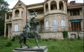 SZ για Κτήμα Τατοΐου: Ένα παλάτι πουκοιμάται…