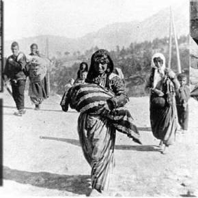 H συγκλονιστική μαρτυρία από επιζήσασα της γενοκτονίας των Αρμενίων: «Οι Τούρκοι αποκεφάλιζανμάνες»