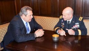 Τετ-α-τετ Καμμένου με τον Διοικητή των Αμερικανικών Δυνάμεων στηνΕυρώπη