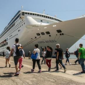 Le Figaro: Ελλάδα η χώρα με τουρισμό των τεσσάρωνεποχών