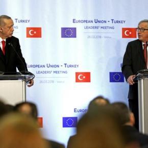 Βάρνα: «Στριμώχνει» τον Ερντογάν η ΕΕ για προκλήσεις στο Αιγαίο – Παρέμβαση Γιούνκερ για τους Έλληνες στρατιωτικούς – «Να επανεξετάσετε τοζήτημα»