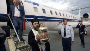 Mε το κυβερνητικό αεροσκάφος έφθασε το Άγιο Φως στο «ΕλευθέριοςΒενιζέλος»
