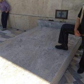 Αίσχος: Συνδικαλιστής πατά εκεί που έπρεπε να προσκυνά – Στο μνημείο του ΆγνωστουΣτρατιώτη