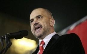 Αλβανικό Κοινοβούλιο: Πέταξαν αλεύρι και αυγά στο πρόσωπο τουπρωθυπουργού