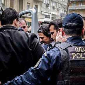 Ελεύθερος ο Τούρκος πιλότος – Ένας από τους οκτώστρατιωτικούς