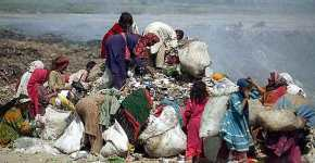 Εκατοντάδες νεκρά νεογέννητα κορίτσια πετάγονται σε σωρούς σκουπιδιών στο Πακιστάν επειδή οι γονείς θέλουν να κάνουναγόρια