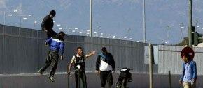Πάτρα: Δεκάδες αλλοδαποί έκαναν έφοδο στο λιμάνι-Οπλοφορούν ανεξέλεγκτοι(βίντεο)