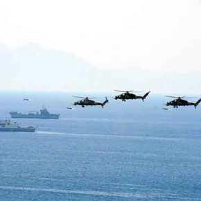 Τουρκική απόβαση σε ελληνικά νησιά: T129 ATAK στρώνουν το έδαφος με καταιγίδα πυραύλων στο TCG Bayraktar κατάφορτο με άρματαμάχης