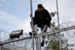 Χάος στη Μυτιλήνη – Αιματηρή έξοδος προσφύγων από τηΜόρια