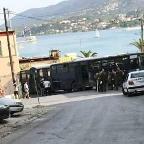 Υπό αστυνομικό κλοιό στη Λέσβο ο Αλ. Τσίπρας – Καθολική η συμμετοχή στην απεργία(φωτογραφίες)