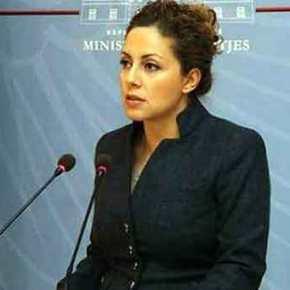 Η υπουργός Άμυνας της Αλβανίας θεωρεί απειλή την Ελλάδα και ζητά αμερικανικήπροστασία!