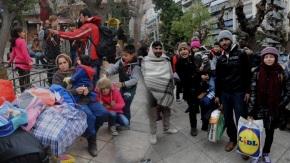 Επεκτείνεται και στις χερσαίες περιοχές ο «πόλεμος» των ροών : Διπλασιάστηκαν και στη Θεσσαλονίκη οι πρόσφυγες τονΑπρίλιο