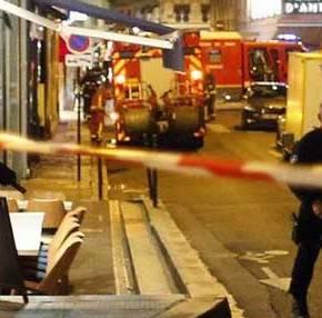 Παρίσι: Φώναζε «ο Αλλάχ είναι μεγάλος» και έσφαζε κόσμο ο εξτρεμιστής μουσουλμάνος – Μαρτυρίες πουσοκάρουν