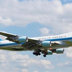 Στην Κρήτη προσγειώθηκε το Air Force One που μεταφέρει τον Τραμπ στηΣιγκαπούρη