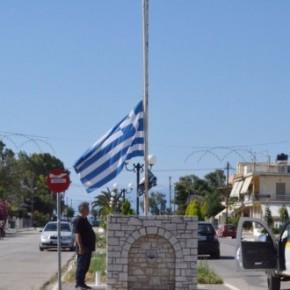 Μετά από απόφαση του δημοτικού συμβουλίου -Άργος: Μεσίστιες κυματίζουν οι σημαίες στα δημοτικά κτίρια για τη συμφωνία με τηνΠΓΔΜ
