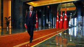 Ο Ερντογάν επανεκλέγεται πρόεδρος από τον πρώτογύρο
